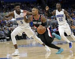 NBA》白目球迷挑釁 利拉德下半場爆發回擊