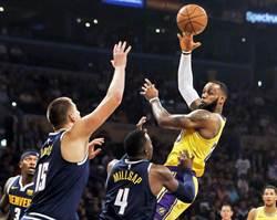 NBA》詹皇跳槽洛城首次大三元 湖人逆襲2連勝