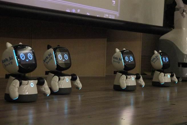國資圖第3代的「凱比」機器人,造型可愛具陪伴學習等功能。(陳淑芬攝)