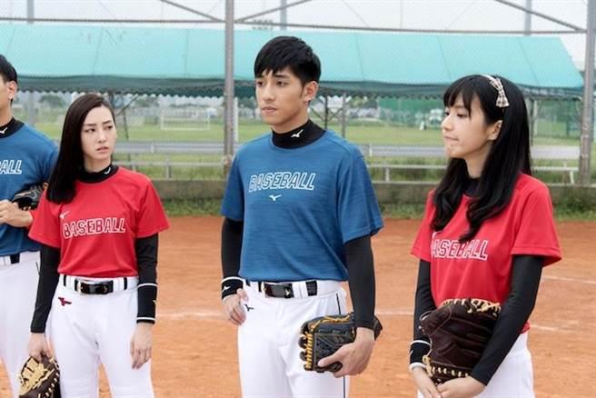 《高校》中三角戀,席惟倫(左起)、徐韜與季念潔,也引起網路討論。(三立提供)