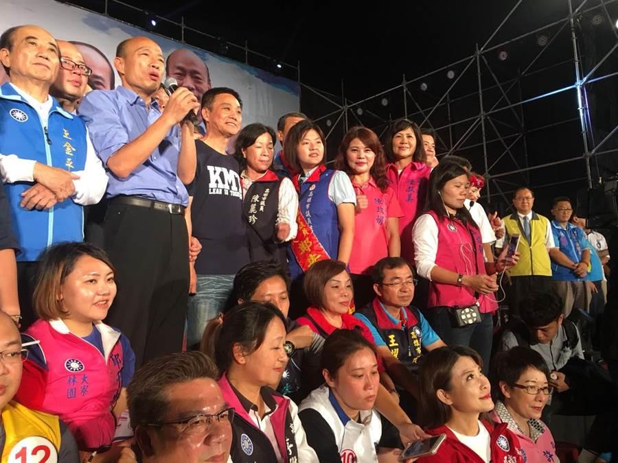 國民黨高雄市長候選人韓國瑜鳳山造勢晚會,韓國瑜演講感謝支持者。(網友提供)