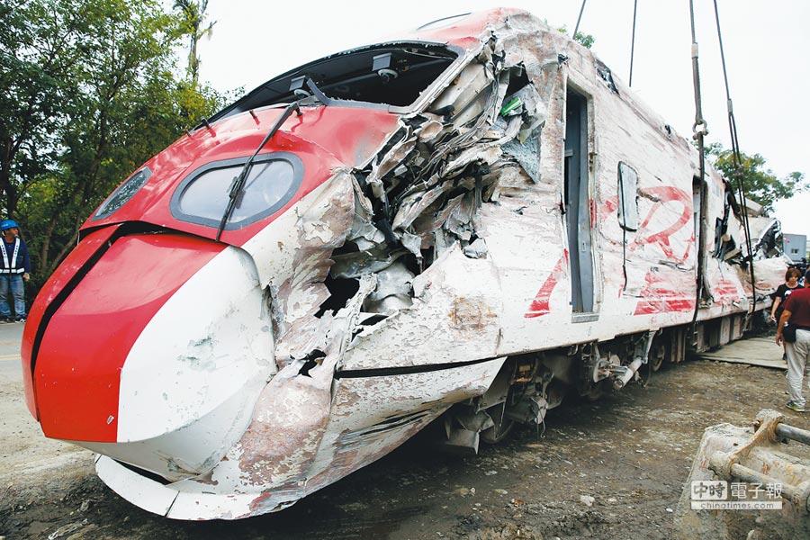普悠瑪列車21日出軌翻覆造成重大死傷。(王英豪)