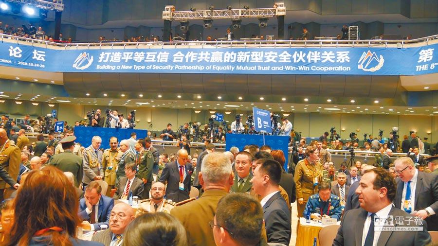 「北京香山論壇」25日上午舉行開幕式。現場齊聚各國防務部門代表。陸美關係、台灣及南海問題成為關注焦點。(記者陳柏廷攝)