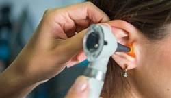 耳膿流到枕頭濕一片 竟是罕菌侵犯顱神經