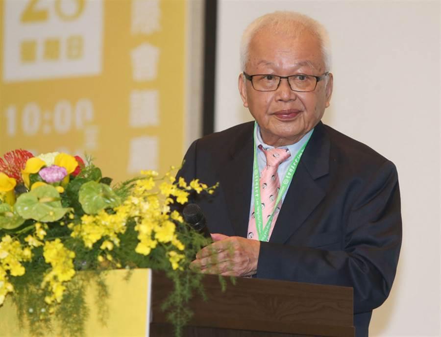 圖為台灣綜合研究院創辦人劉泰英出席2018年經濟研討會,進行專題演講。(中央社)
