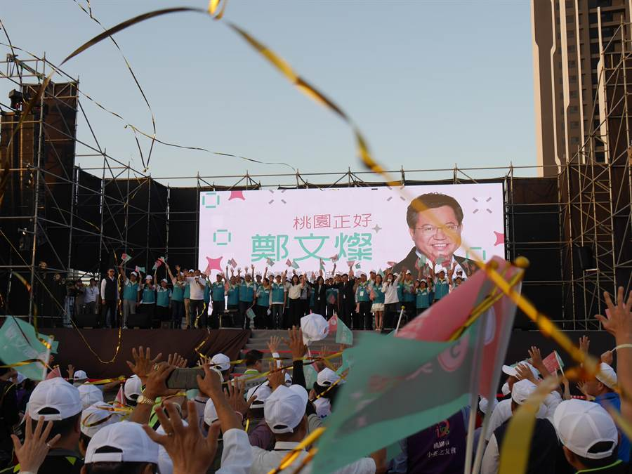 鄭文燦競總成立,湧入近萬支持者高喊「凍蒜」。(蔡依珍攝)