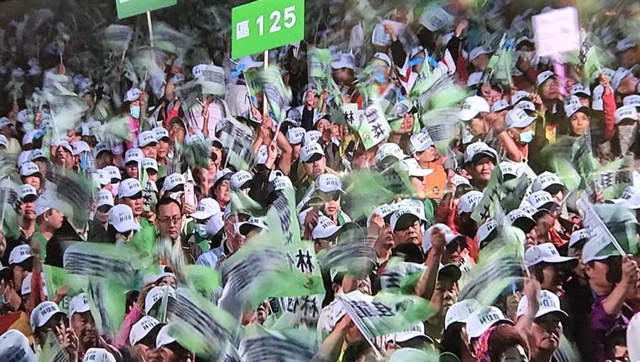民進黨台中市首場造勢大會,全場旗海飄揚。(盧金足攝)