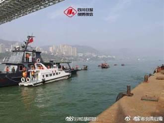 三寶害命!重慶公車墜65公尺深河 1獲救2死20餘人生死未卜