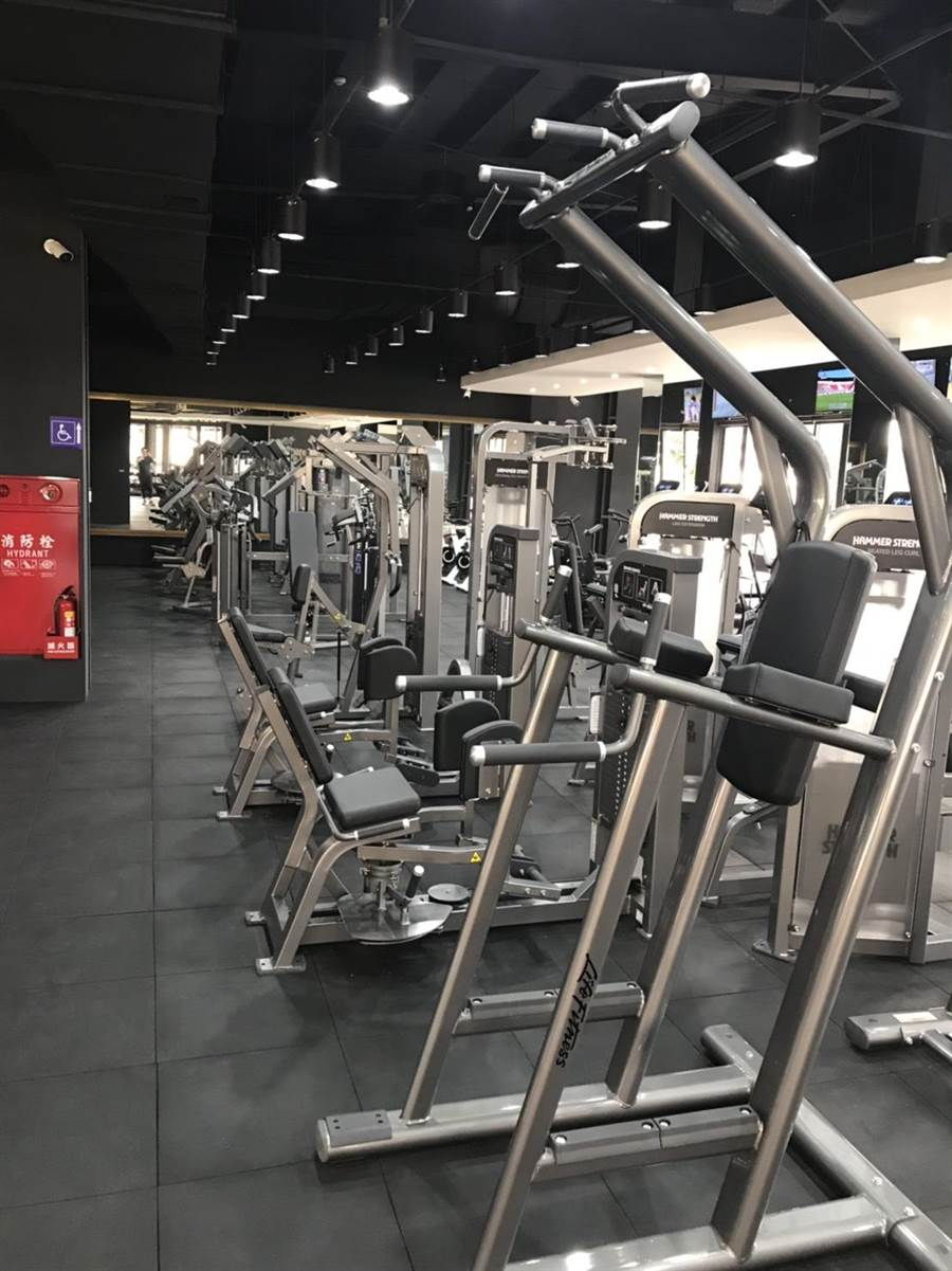 「大普諾Dapro Fitness」健身設施包含多功能核心訓練運動區、高規格的健身器材.有氧設備、專項教練提供正確知識與安全保護。(馮惠宜攝)
