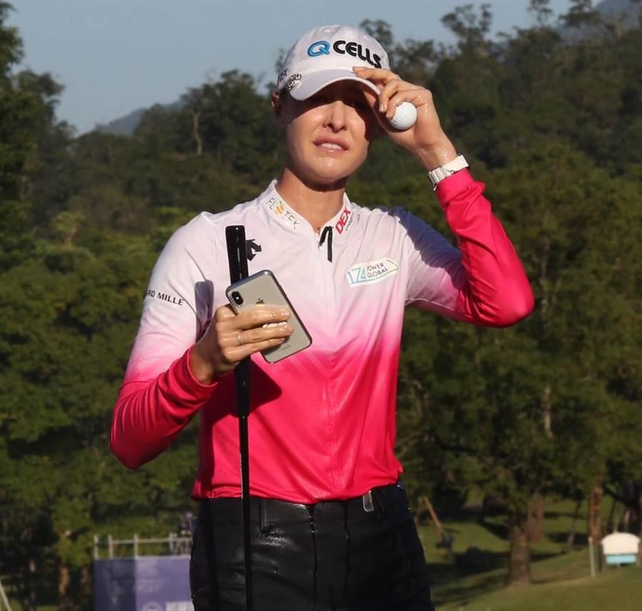 美國選手奈莉‧科達在台灣桃園舉辦的裙襬搖搖LPGA台灣錦標賽,奪得個人生涯第一座職業賽冠軍。(陳怡誠攝)