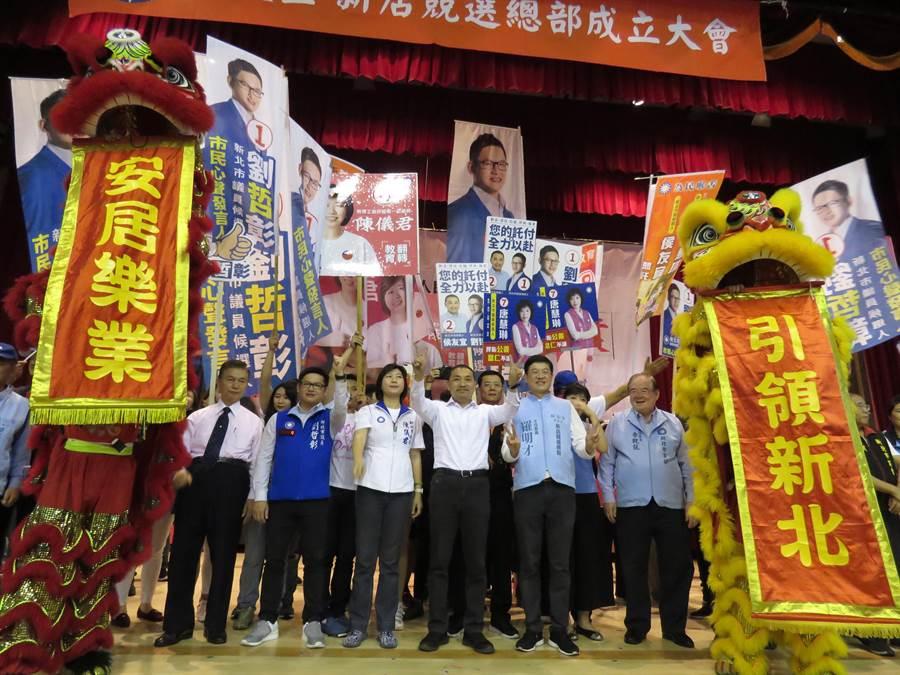 國民黨新北市長候選人侯友宜今(28日)下午出席新店競選總部成立大會,現場湧入逾千名民眾。(葉書宏攝)