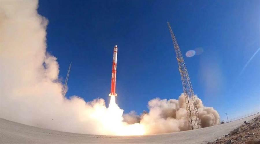 大陸首枚民營火箭朱雀一號在酒泉衛星基地發射,但是在最後階段失敗。(圖/藍箭公司)