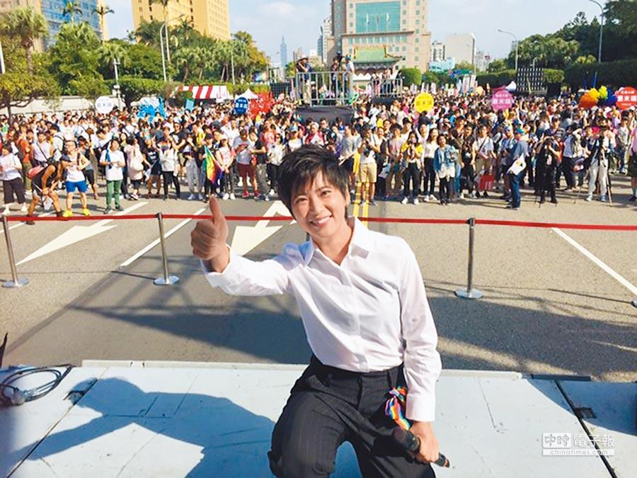李德筠昨在同志遊行演出。