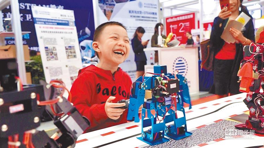 第二屆中國民辦教育校長職業化高峰論壇吸引來自兩岸三地上百家教育品牌參與。照片提供台灣教育PLUS聯盟