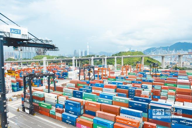 外貿表現隨著搶出貨熱潮結束,11月進出口總值大幅滑落至4101億美元,年增4.3%,較10月的18.2%,足足少掉14%。(新華社)