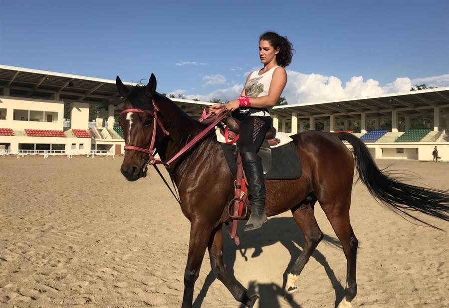 花博期間「哈薩克阿拉木圖馬術特技表演」,觀旅局歡迎民眾把握機會觀賞哈薩克騎術力與美的表演。(陳世宗翻攝)