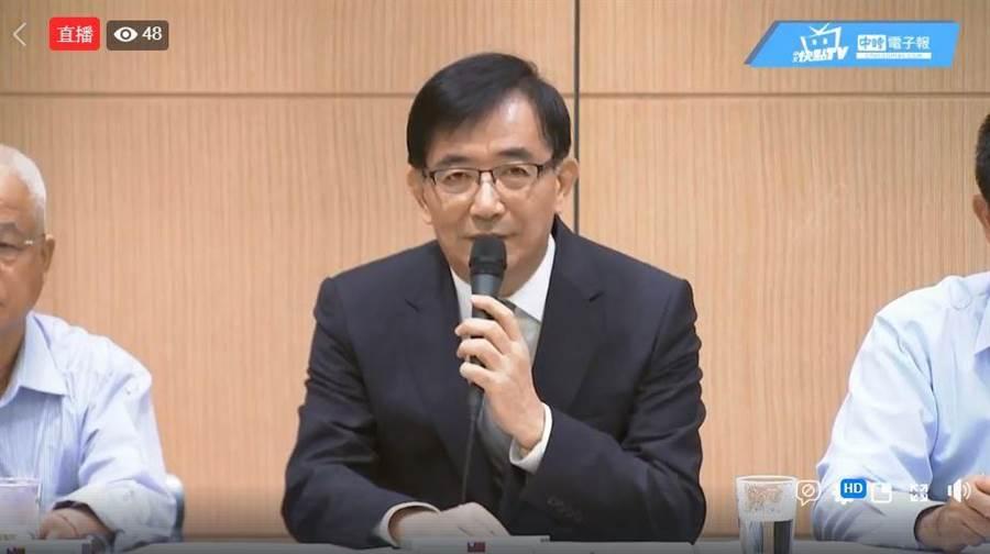 交通部長吳宏謀上午召開記者會。翻攝中時電子報臉書