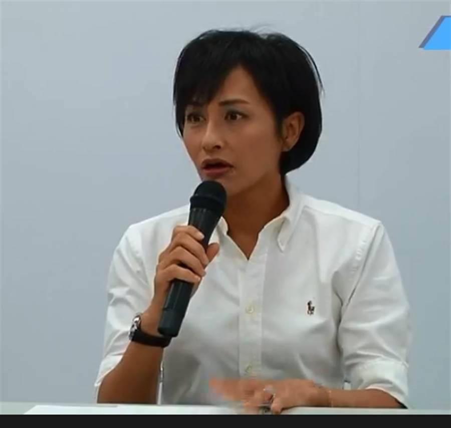 民進黨立委邱議瑩今開記者會說明,表明不道歉,要維護女性權利。(圖片取自中時電子報臉書)