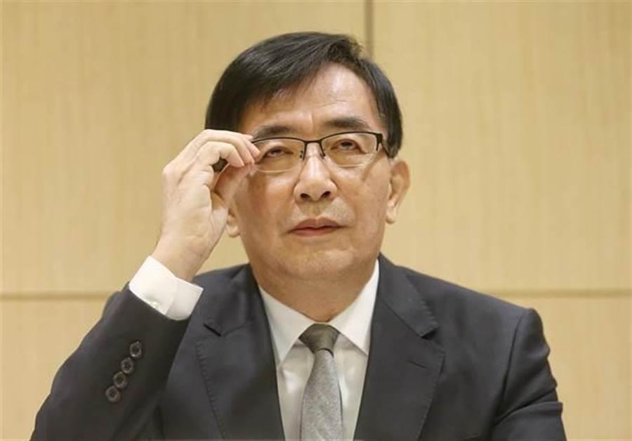 交通部長吳宏謀親自舉行記者會,宣布由交通部政務次長張政源接任台鐵局長。(趙雙傑攝)