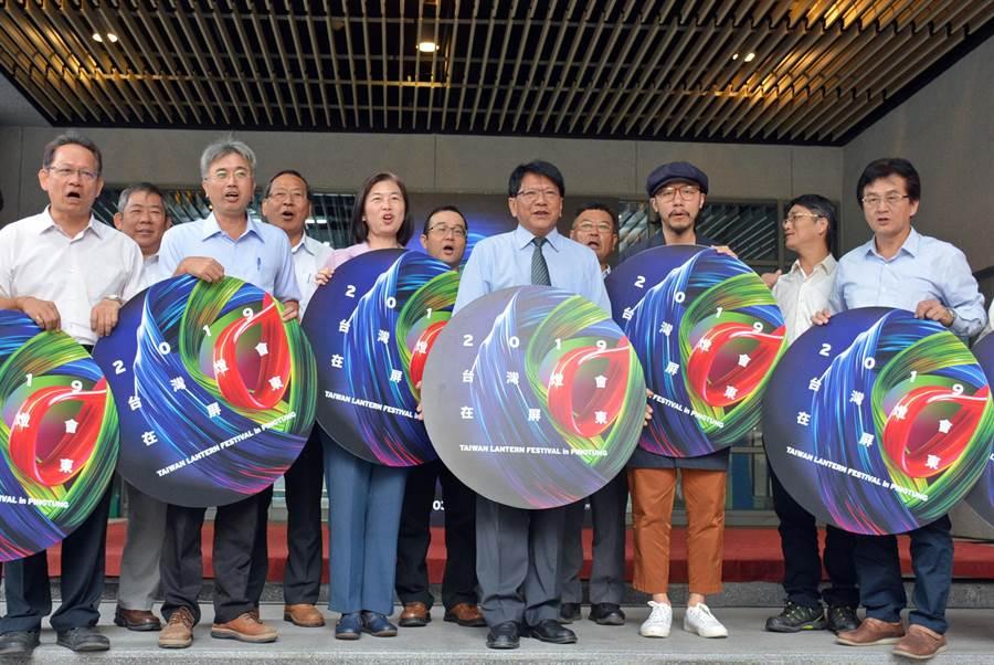 2019台灣燈會公布主視覺,以藍、綠、紅三色為主體,運用無限循環符號強調生生不息。(林和生攝)