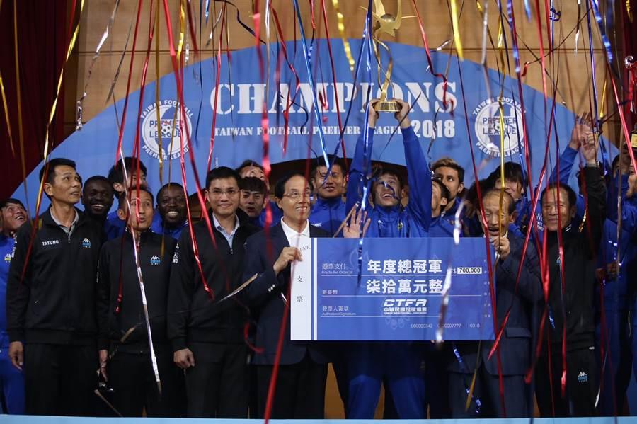 中華民國足球協會今天舉辦企業足球聯賽頒獎典禮。(李弘斌攝)