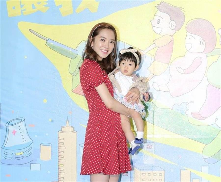 楊千霈帶女兒娃寶在活動首次亮相。(盧禕祺攝)