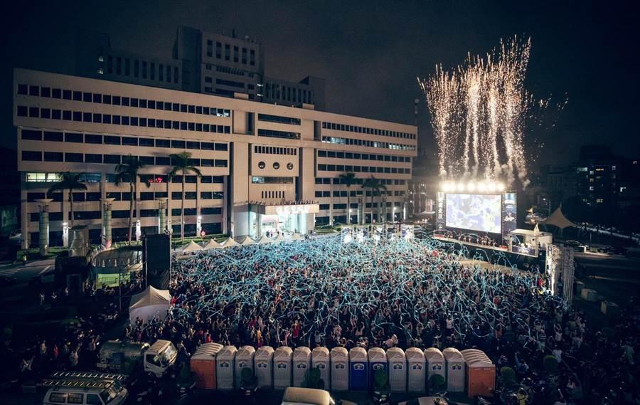 桃園市政府去年也在府前廣場舉辦直播派對應「猿」。(秘書處提供)