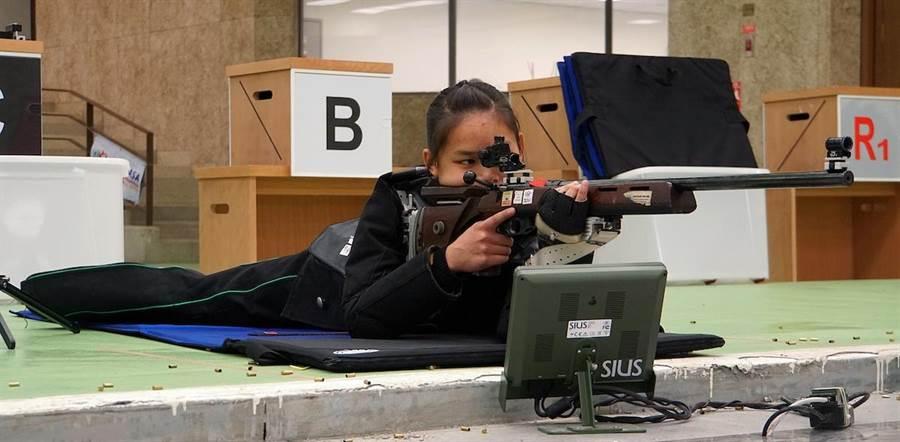 葉玟萱在50公尺步槍三姿中獲得銀牌(圖中為三姿的臥姿)。(主辦單位提供)