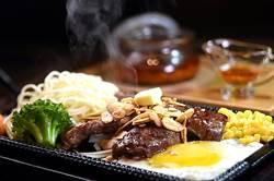 獨家〉東區房租難降 這餐廳讓客人站著吃牛排