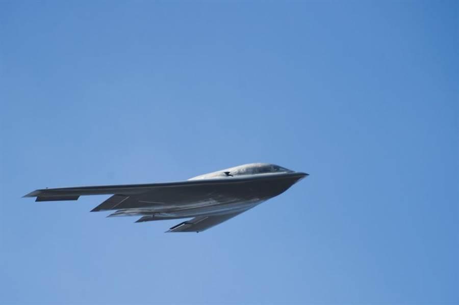 美軍的B-2「精靈」是目前全球唯一服役中的隱形戰略轟炸機,有部份也面臨老舊問題而需要退役。(圖/美國空軍)