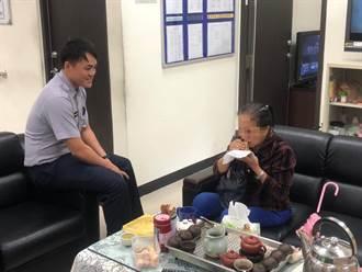 失智婦台北流浪逛到警局 暖警助她找到家