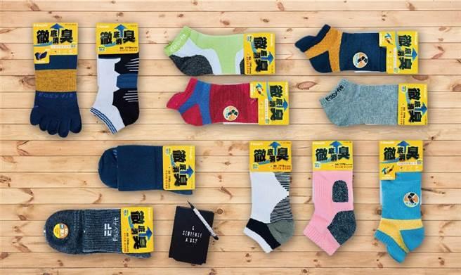 彰化縣是織襪的故鄉,近年來業者積極轉型並且開發各式機能襪都相當受歡迎 。(鐘武達攝)