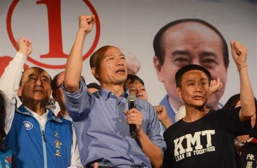 國民黨高雄市長參選人韓國瑜(中)掀起一波「韓流」。(中時資料照,林宏聰攝)