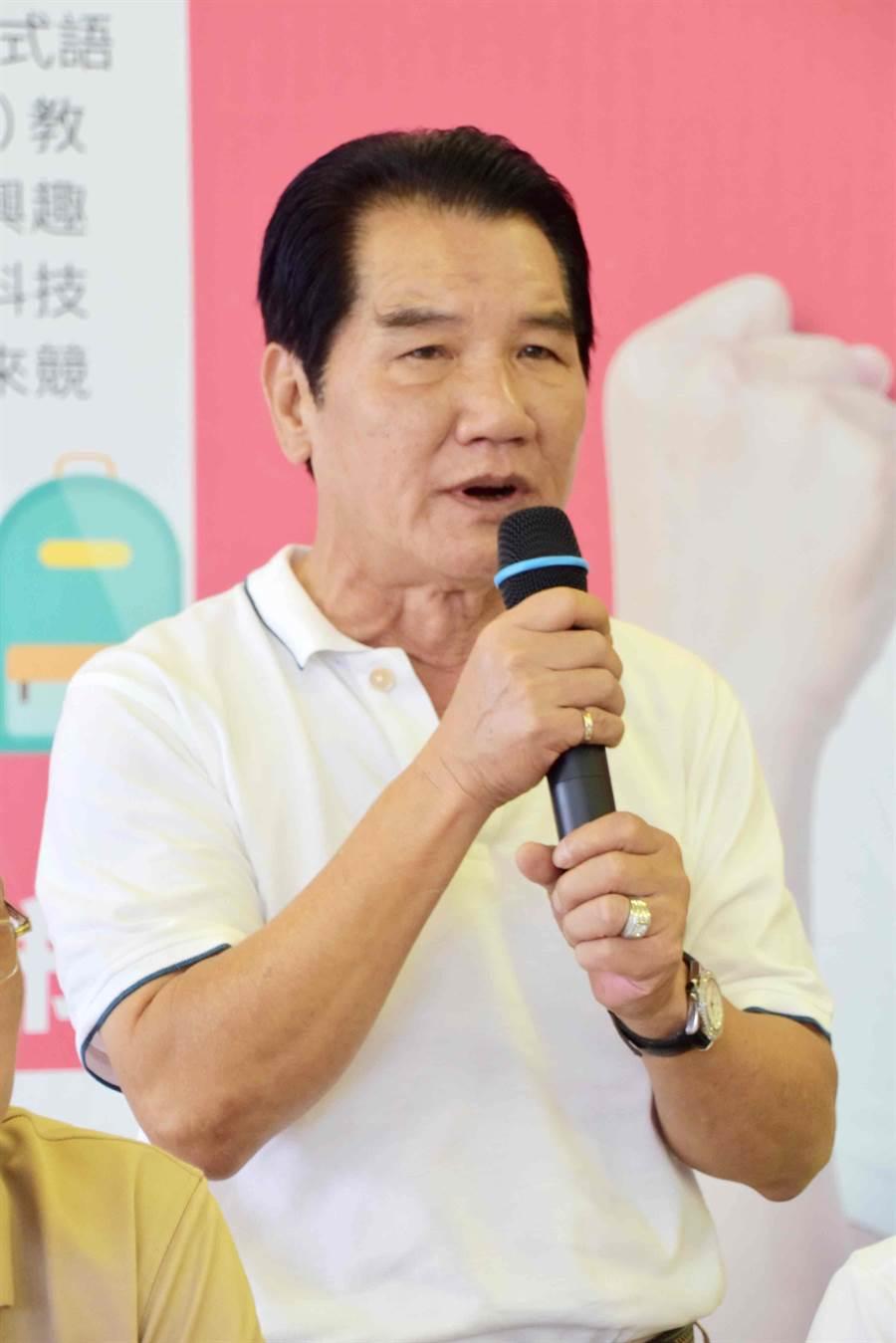 梅山鄉長候選人林俊謀再次質疑縣黨部提名作業黑箱。(呂妍庭攝)