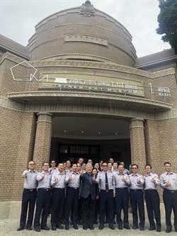 南美館1館前身為南市警局辦公廳舍 警官「回娘家」欣賞藝術品