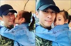 咘咘甜送「公主式」香吻給修杰楷 網:最好的萬聖節禮物