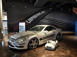 麗寶國際賽車場亮相 賓士貼鑽跑車吸睛