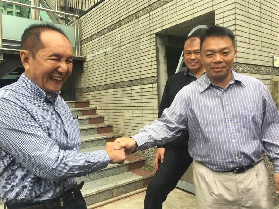 高思博、林義豐一早在台南地檢署提告不同對象,但同聲炮轟黃偉哲。(曹婷婷攝)