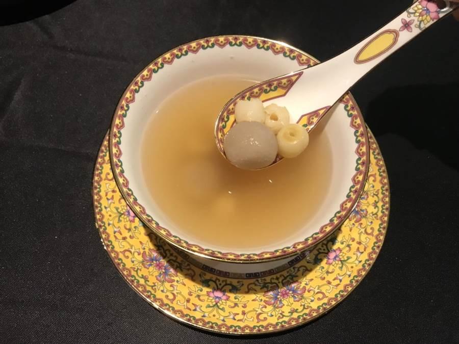 「延禧宮廷宴」藕粉丸子。(林淑娟攝)