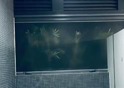嚇壞了! 晚上獨自走去廁所 一看窗外驚見成群「手掌」