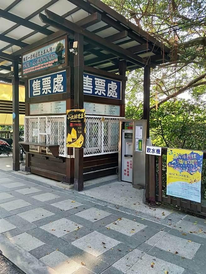 美人洞觀光景點售票口設置飲水機供民眾使用。(圖/環保署提供)