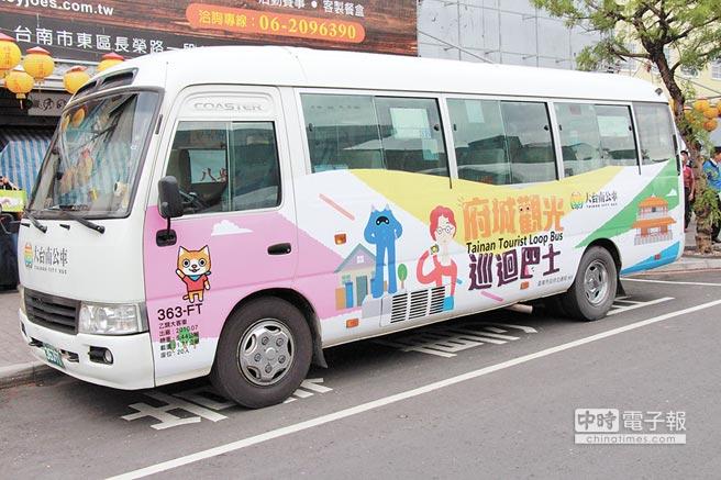 能深度體驗府城風華的「府城觀光巡迴巴士」1日正式上路。(曹婷婷攝)