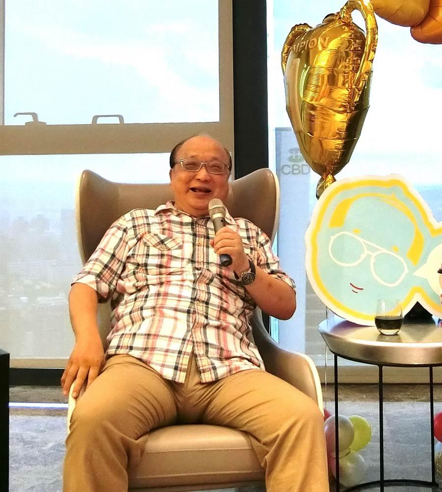 前台中市長胡志強的兒子、女兒,連兩年都為他添金孫,他分享喜悅,也希望每位好朋友都幸福。(盧金足攝)
