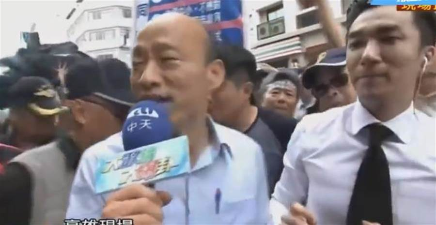 韓國瑜也短暫現身,民眾狂喊「凍蒜」群情激動。(中時電子報直播)