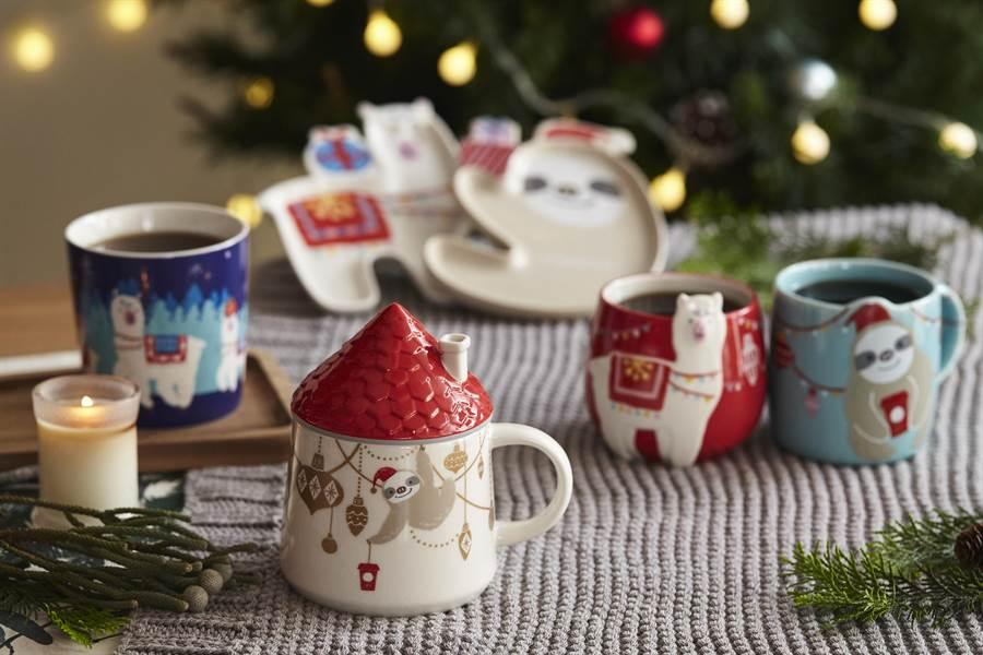 今年星巴克耶誕周邊商品,新增樹懶、羊駝兩大主角,增添俏皮感。圖/業者提供