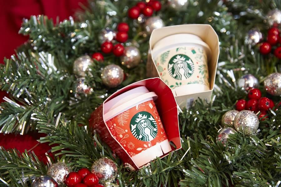 星巴克首度推出「太妃焦糖布丁」,與經典原味布丁一起換上耶誕包裝,更有佳節氣息。圖/業者提供