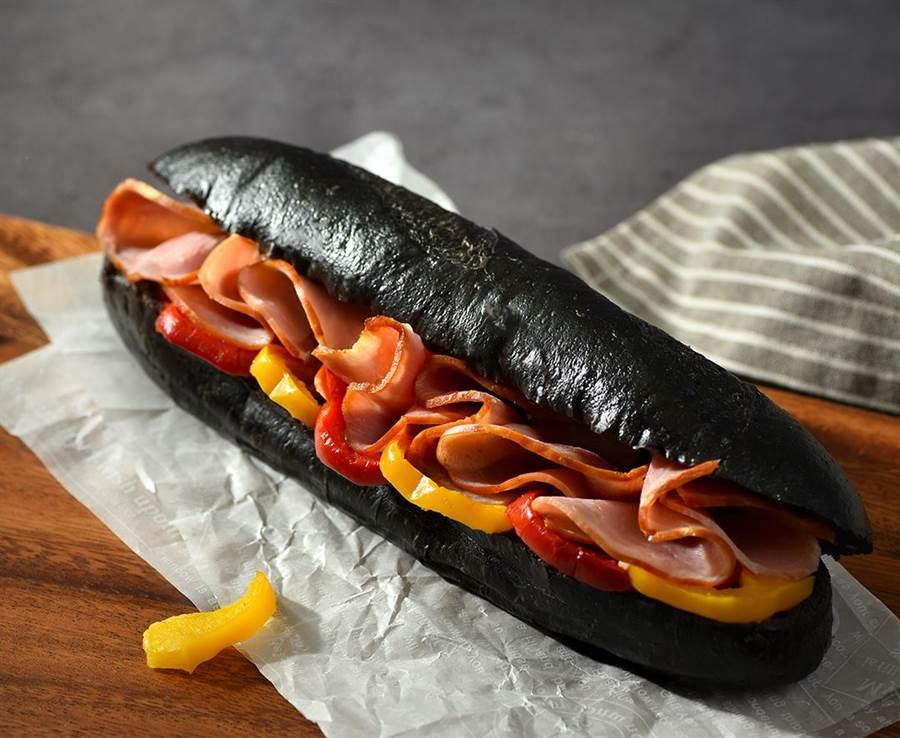 星巴克全新鹹點「燻火腿墨魚三明治」。圖/業者提供