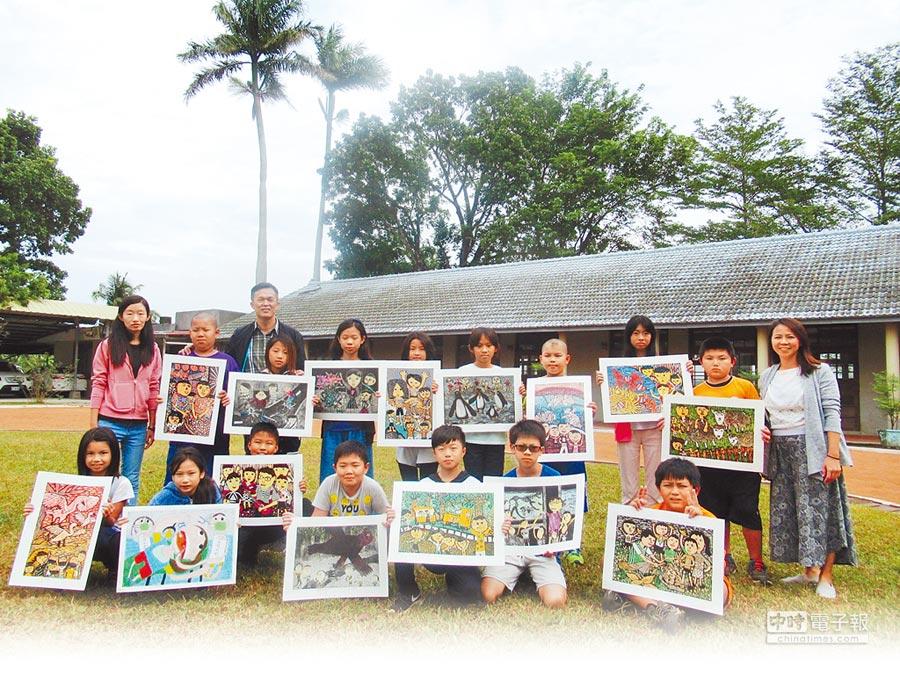 台南市後壁區樹人國小今年參加台南市學生美術比賽,成績突出,參賽的16件作品中就有15件獲獎。(莊曜聰攝)