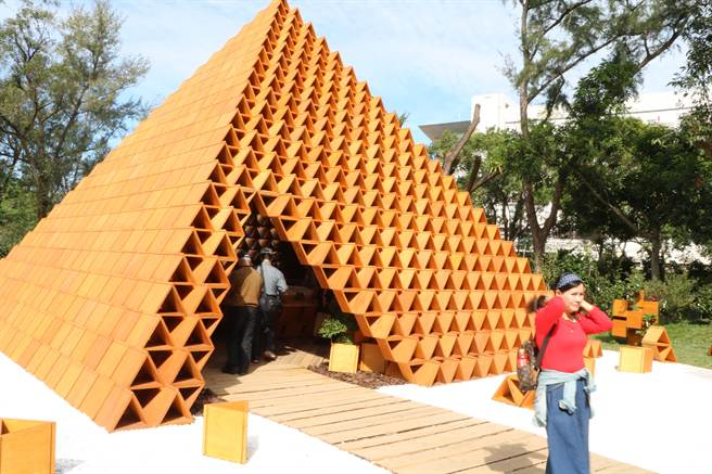 圖說:台開公司在台中花博后里森林園區,打造積木概念館,由2020東京奧運主場館建築師隈研吾,親自操刀設計,以天然木頭材料,運用1
