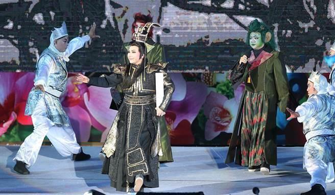 2018台中世界花卉博覽會開幕晚會,3日在水湳智慧城舉行,開場表演由唐美雲歌仔戲擔當演出。(黃國峰攝)